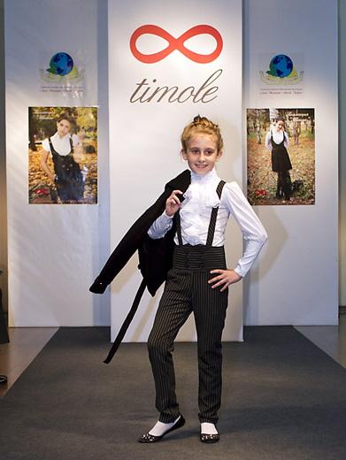 20110511 Сочинский институт моды, бизнеса и права («СИМБиП»), показ коллекции детской и подростковой одежды для учащихся школ и гимназий московской компании Timole. Фотография предоставлена <i>детская одежды тимоле</i> организаторами мероприятия.