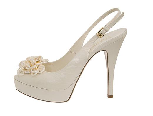 20110418. Дизайнерский дуэт Graziano Cuccù и Annarita Pilotti представил новую свадебную коллекцию. Фотографии предоставлены Ассоциацией производителей обуви Италии.