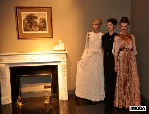 20101208 Показ коллекции шелковых платьев Татьяны Парфеновой.