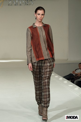 Коллекция Жанны Сарсыбековой «Параллели». Фотография Натальи Бухониной, ИА «РИА Мода»