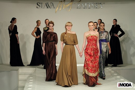 Верещагина Анастасия «Карминовая ночь». Фотография Натальи Бухониной, ИА «РИА Мода»