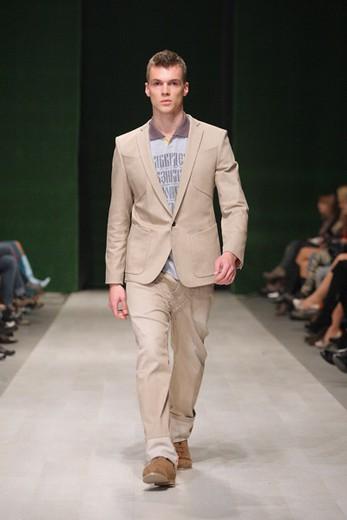 Иван Айплатов, Lviv Fashion Week, коллекция сезона весна-лето 2012. Фотографии предоставлены организаторами недели моды.