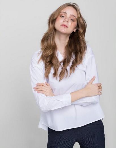 6eeed6897ff Белоснежная рубашка с классическим отложным воротником и манжетами –  элемент мужского гардероба