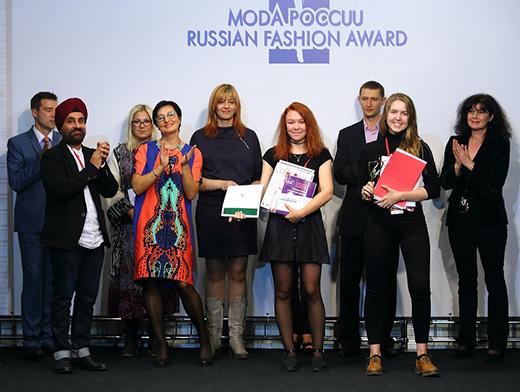Дизайнеры Лариса Чередникова и Мария Ильина из Москвы, завоевавшие Гран-При на 37 конкурсе «Экзерсис»