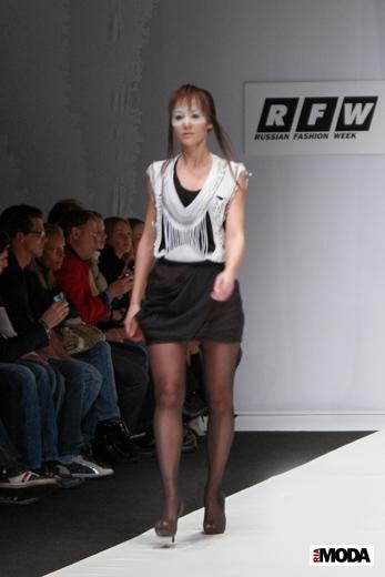 20100404 Russian Fashion Week. Показ коллекции SV2 (сезон осень-зима 2010/2011). Фотография Валентины Кузнецовой, ИА «РИА МОДА».