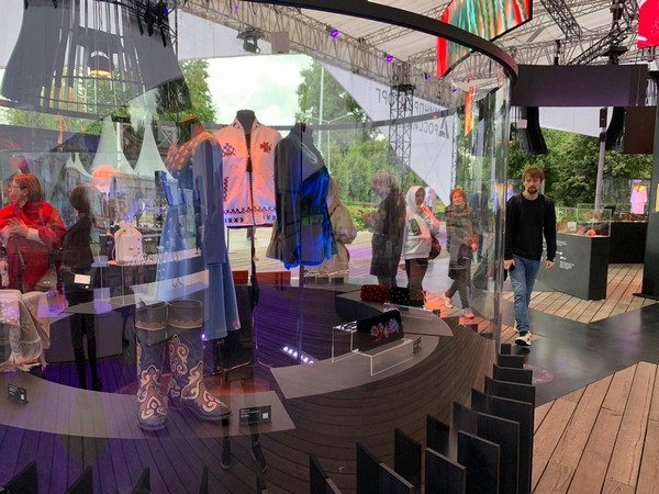 Foto-pavilon-Minpromtorga_riamoda_ Российские дизайнеры приняли участие в Российской креативной неделе | Портал легкой промышленности «Пошив.рус»
