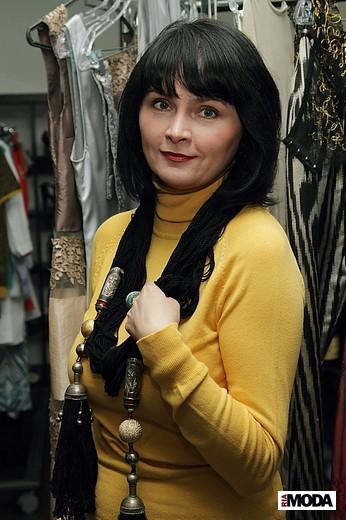 Елена Лерман, аналитик моды, в украшениях марки Гульнары Каримовой. Фотография Натальи Лапиной (Бухониной), ИА «РИА Мода»