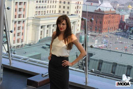 20100725 Анджелина Джоли в отеле The Ritz-Carlton (Москва). Фотография Ивана Бурняшева, ИА «РИА МОДА».