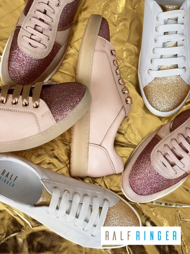 42817094a Ralf Ringer – российский обувной производитель и ритейлер. С момента  основания компании объем производства вырос с 30 тыс. пар в первый сезон до  более чем 2 ...