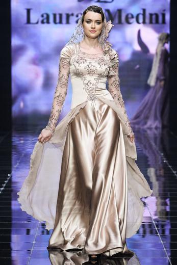 Лаура и Медни Аржиевы представили новую коллекцию «Цветы императора». Фотография предоставлена организаторами Volvo-Недели моды в Москве