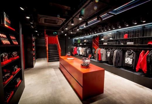 Rolling-Stones1_riamoda Rolling Stones открыл виртуальный магазин одежды с эффектом присутствия | Портал легкой промышленности «Пошив.рус»