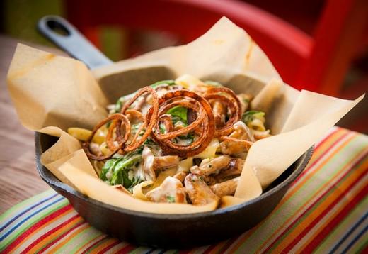 Руккола. Теплый салат с лисичками. Фотография предоставлена PR-службой