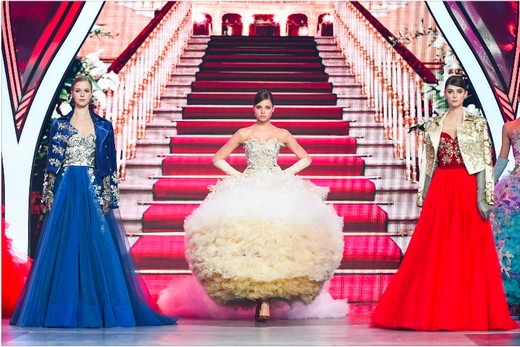 c272b9b433a Впервые в коллекции были представлены детские образы haute couture из новой  линейки Valentin Yudashkin kids.