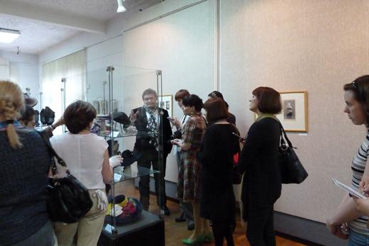 20100602 Выставка «Секреты шляпной коробки» историка моды Александра Васильева в Мурманске. Фотография предоставлена организаторами.