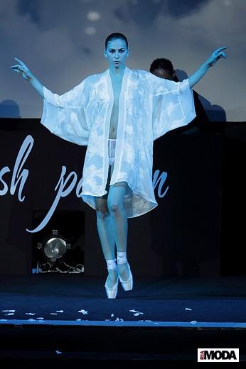 Коллекция must H.A.V.E., Алена Харецкая и Эмилия Вишневская, Mercedes-Benz Fashion Week Russia. Фотографии Натальи Лапиной, ИА «РИА Мода».