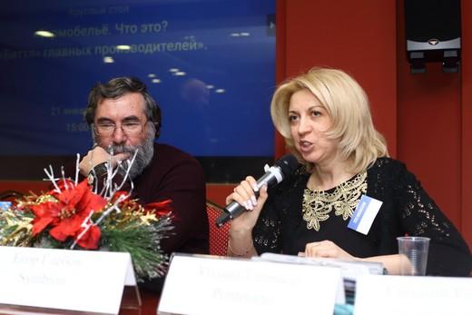 Виктория Потапова (справа). Фотография Натальи Бухониной, предоставлена организаторами выставки Sport Casual Moscow