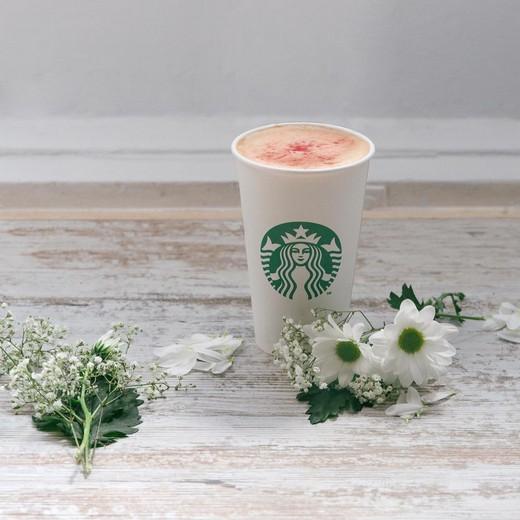Ройбуш красное яблоко чай латте. Фотография предоставлена  компанией Starbucks