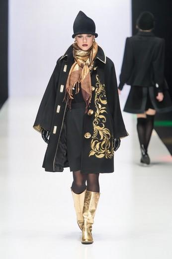 Показ на Mercedes-Benz Fashion Week Russia сезона осень-зима 2015/16. Фотография предоставлена компанией «Трожокские золотошвеи»