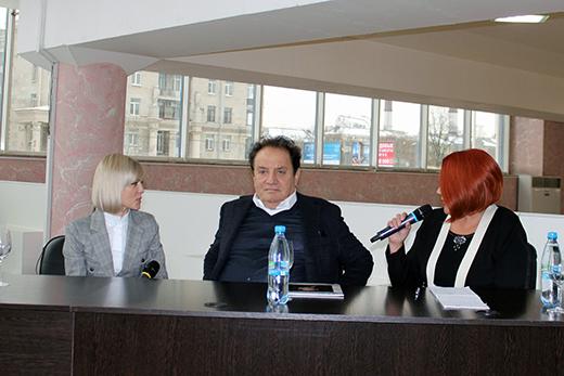 Джимми Балдинини (в центре), Елена Михайлова (справа). Фотография предоставлена организаторами конкурса «Стиль. Мода. Качество»