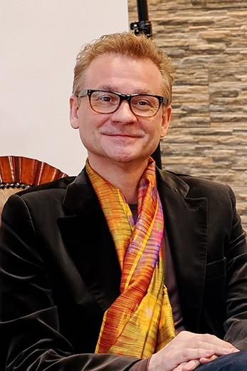 Владислав Репин, дизайнер одежды, обуви, аксессуаров, ручных тканей. Фотография представлена организаторами Estet Fashion Week