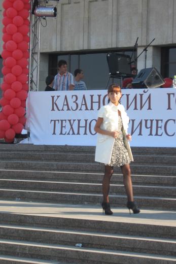 20100625 Номинация маленькое платье, диплом II степени: Низамиева Динара (КГТУ)