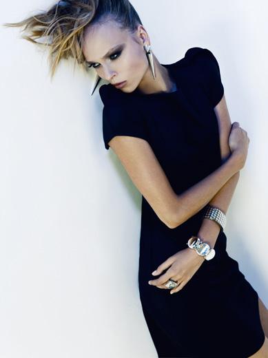 Стильное черное платье с и нтересными рукавами.  По линии плеча...