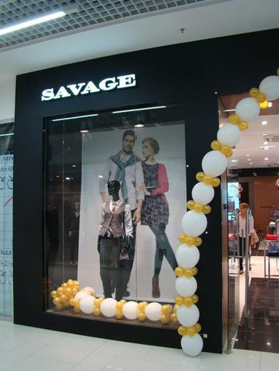 Компания Savage основана в 2000 году. Savage сегодня - это около 300 магазинов в более чем 150 городах, три бренда: Savage, People, Lawine, торговые представительства в России, Украине и Казахстане, более 1000 сотрудников, собственное дизайн-бюро, ежегодно разрабатывающее более 2000 моделей одежды как легкого, так и верхнего ассортимента.