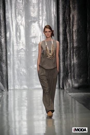 Дизайнер Юлия Николаева вчера представила свою коллекцию весна-лето 2012 на Mercedes-Benz Fashion Week Russia.