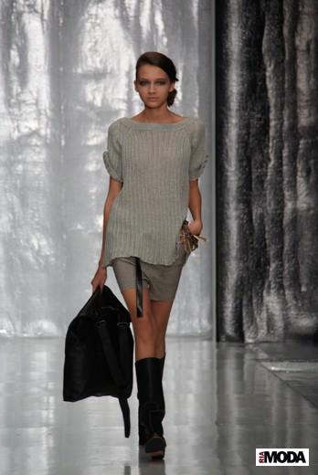 Дизайнер Юлия Николаева вчера представила свою коллекцию весна-лето 2012 на Mercedes-Benz Fashion Week Russia. - 2