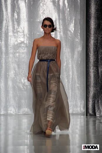 Дизайнер Юлия Николаева вчера представила свою коллекцию весна-лето 2012 на Mercedes-Benz Fashion Week Russia. - 3