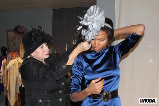 20091211 Фотосессия в бутике «MARKALINA». Агнетта и Екатерина Вологдина. Фотография Валентины Кузнецовой, ИА «РИА МОДА»