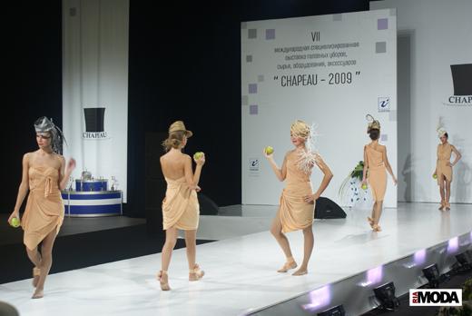 20090817 Международная выставка «Chapeau-2009». Коллективный показ клуба «Миллинери». Фотография Валентины Кузнецовой, ИА «РИА МОДА».